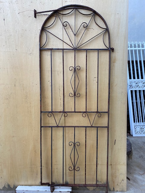 Arched gate